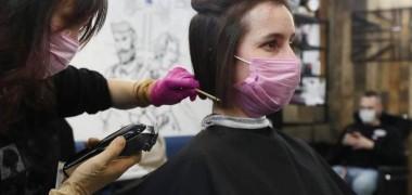 Роспотребнадзор перечислил рекомендации для возобновления работы парикмахерских и салонов красоты в регионах